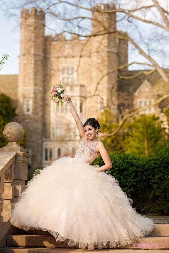 Como Posar Para Fotos De Xv Años Ideas Para Fiestas De Quinceañera Vestidos De 15 Años Invitaciones De Quinceañera