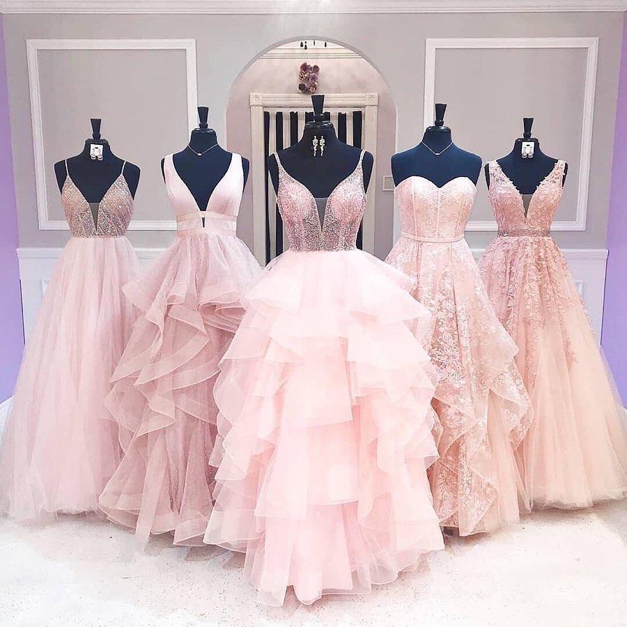 gama de vestidos para madrinas y quinceañeras en rosa maquillaje
