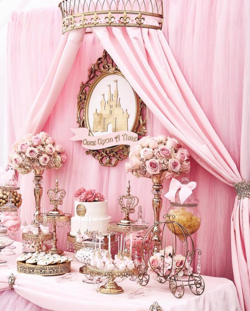 Mesas de dulces para 15 años elegantes con galletas