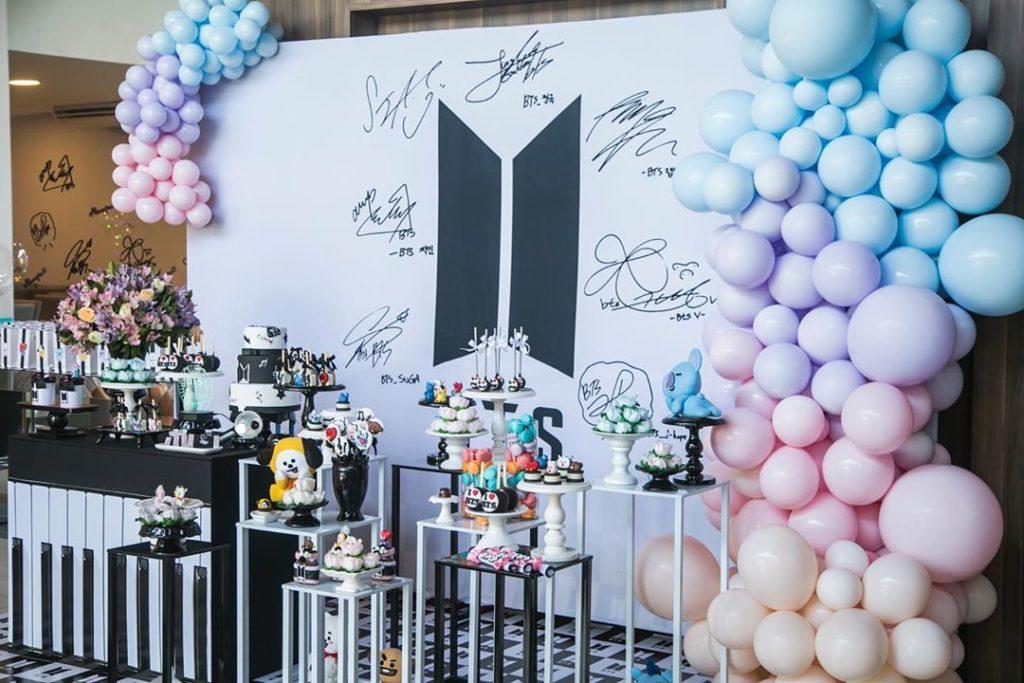 Decoración con globos para quinceaños de bts