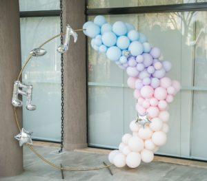 Decoración con globos para cumpleaños de bts