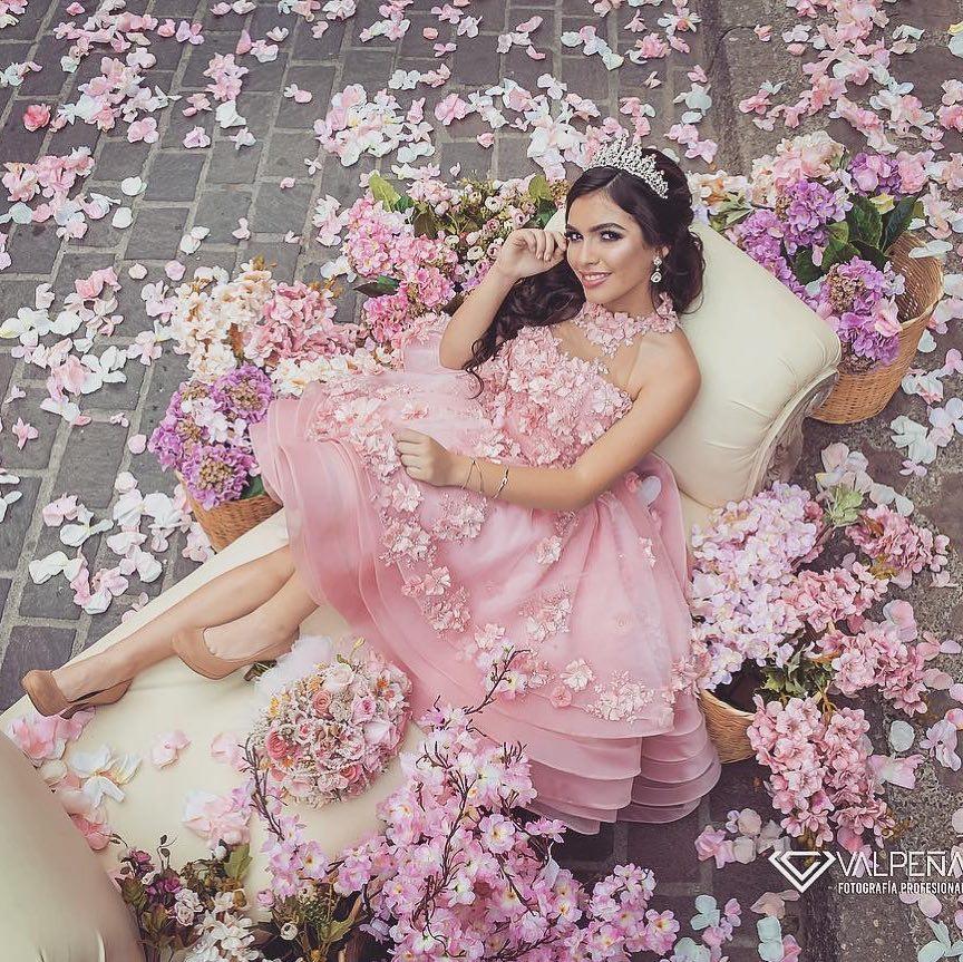 Vestidos para xv años tono rosa blush - detalles de flores