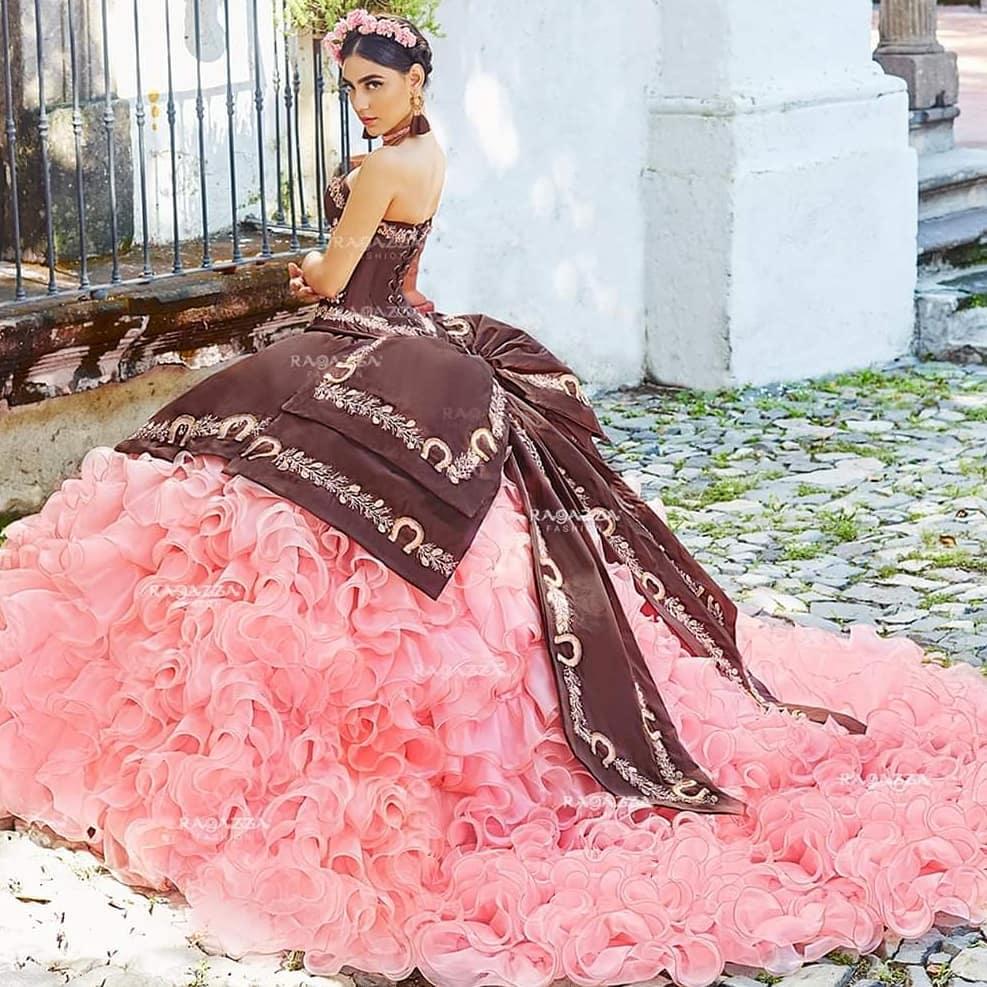 Vestidos para xv años tono rosa milenial - con detalles charros