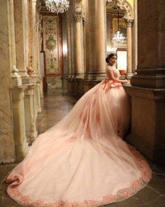 Vestidos para xv años tono rosa milenial - con maxi cola