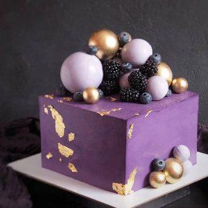 Pasteles cuadrados con fruta para quinceañeras