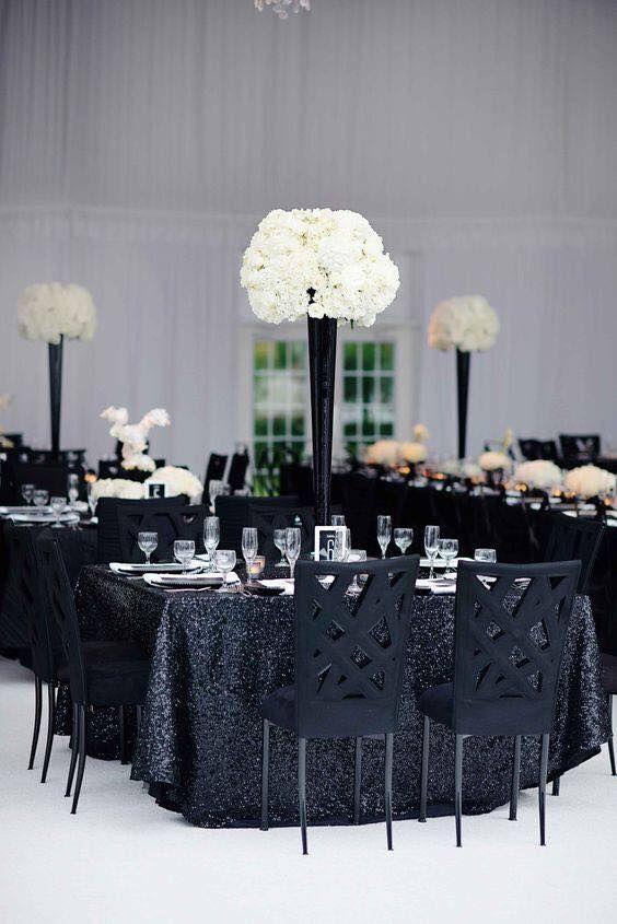Centros de mesa blanco y negro para 15 años