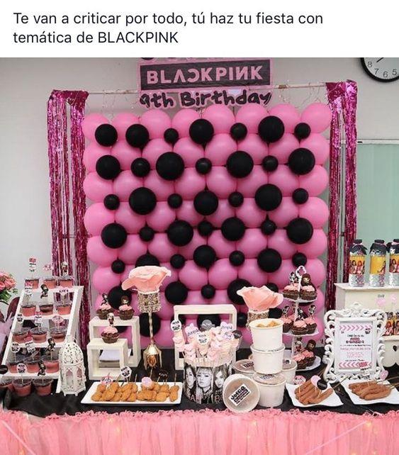 Mesa de postres para fiesta de 15 años temática blackpink