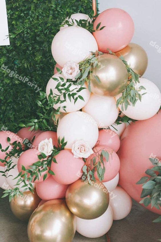 Decoraciones con globos y flores para 15 años