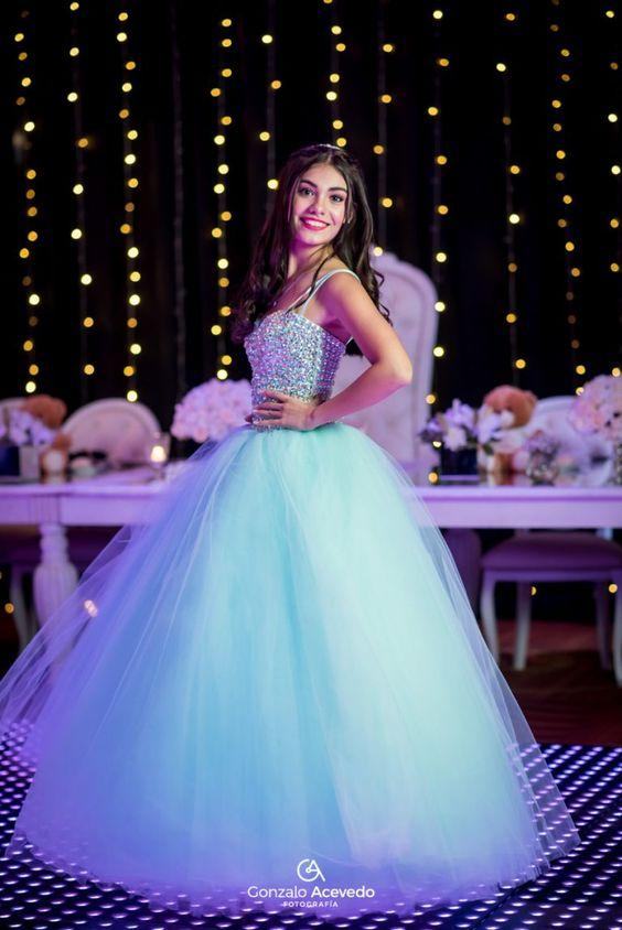 Complementa la temática de tu fiesta de 15 con el diseño de tu vestido
